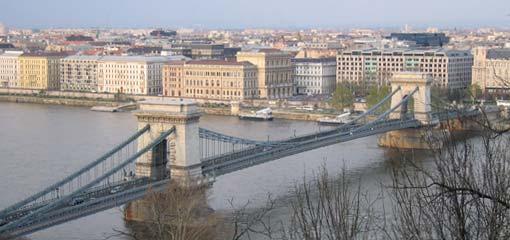 De beroemde Kettingbrug over de Donau in Boedapest