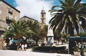 Het centrale stadsplein van het stadje Sartène in het zuiden van Corsica