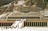 De dodentempel van koningin Hatsjepsoet ligt aan de voet van een spectaculaire rotswand