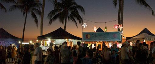 De gezellige Mindil Beach Market. De avondmarkt wordt iedere donderdag- en zondagavond gehouden aan het strand van Darwin