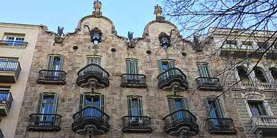 Casa Calvet. Een van de eerste huizen die Gaudí in Barcelona bouwde