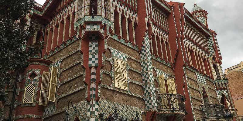 Het rijk gedecoreerde Casa Vicens in de wijk Gràcia