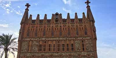Colegio Teresiano. Gaudí aan de Carrer de Ganduxer in Barcelona