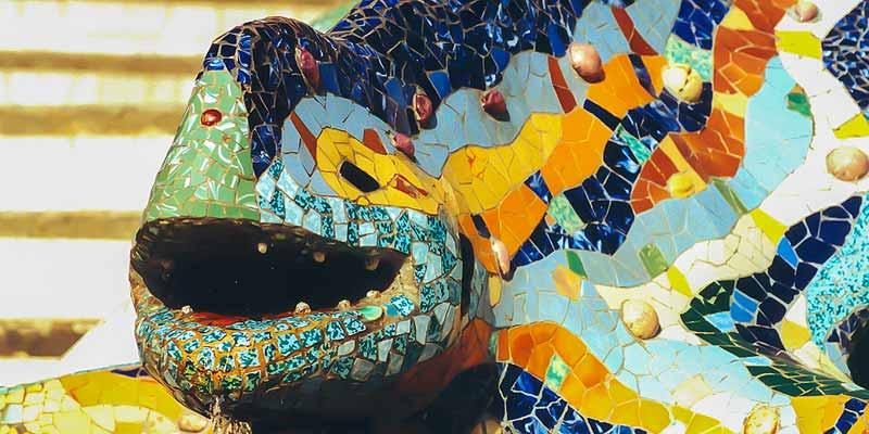 Mozaiek hagedis bij de ingang van Parc Guell