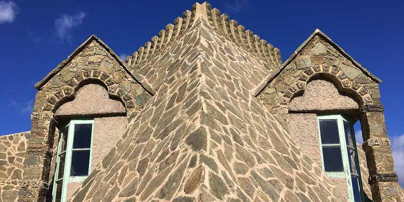Torre Bellesguard. Een bijzondere mix van Art Nouveau en Gotiek. Met een beetje fantasie zie je in het dak de kop van een draak