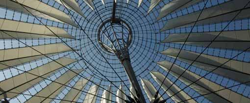 Het spectaculaire dak van het Sony Center aan het Potsdammer Platz