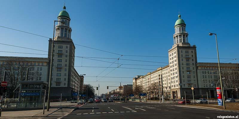 Frankfurter Tor, aan het begin van de Karl Marx-Alee in de wijk Friedrichshain
