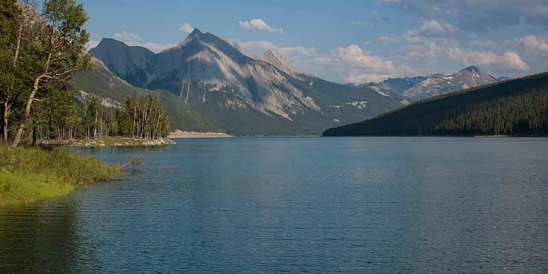Maligne lake, een van de mooiste meren van de Canadese Rockies. Het is misschien wel het meest gefotografeerde meer van Canada!