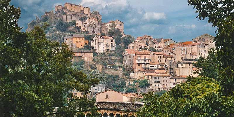 De citadel van de oude hoofdstad Corte op Corsica