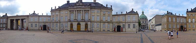 Amalienborg Slotsplads in Kopenhagen