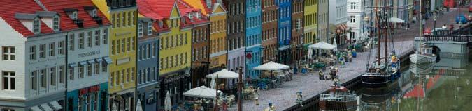 De beroemde Nyhavn in Kopenhagen. Nauwgezet nagemaakt in Legoland