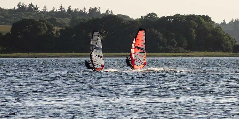 Windsurfers bij Funen