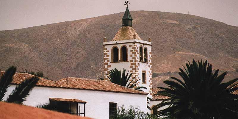 Betancuria is het oudste stadje van Fuerteventura en is vanwege haar historie aardig om te bezoeken. Foto: De Iglesia de Santa Maria in Betancuria