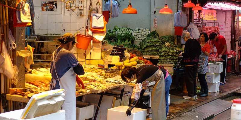 Een markt op straat in Hongkong