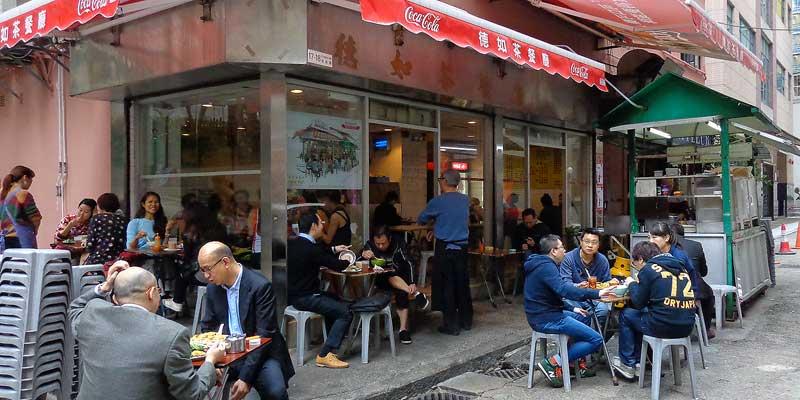 Een eettentje in een straatje in Hongkong