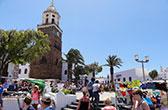 De markt van Teguise. De oude hoofdstad, nu de stad van de zondagsmarkt