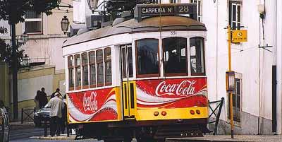 Lissabon met Tram 28. In 50 minuten ontdek je de hele stad