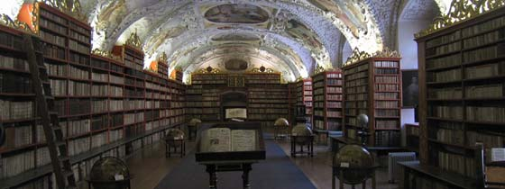 Oude Bibliotheek in het Strahov klooster op de Burchtheuvel in Praag