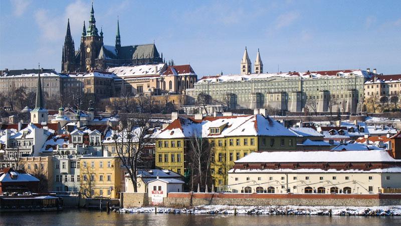 De Moldau met de Prager burcht en de St. Vituskathedraal
