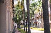 Bussorah Mall aan de voet van de Sultan Moskee