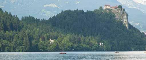 Het kasteel van Bled ligt op een steile rots bij het meer
