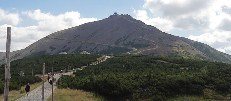 Wandelen naar de top van de Snezka in het Reuzengebergte in de Oost-Bohemen