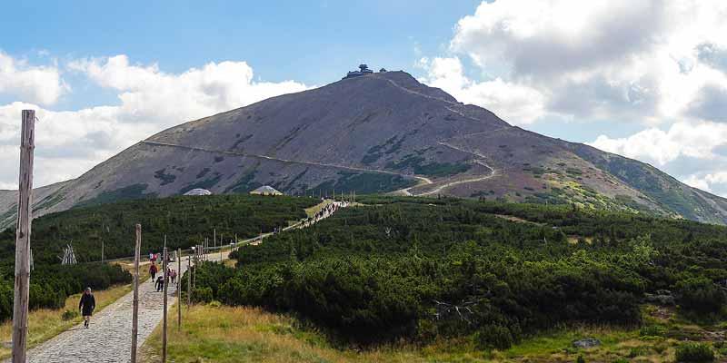 Wandelen naar de top van de Sněžka in het Reuzengebergte in de Oost-Bohemen